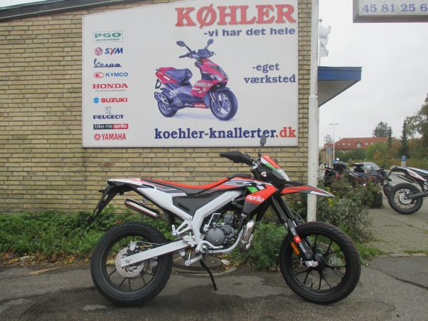 APRILIA SX 50 FACTORY RED STUNTMAN knallert cross